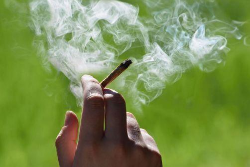 Chez les hommes, le cannabis expose à un risque accru de cancer des testicules