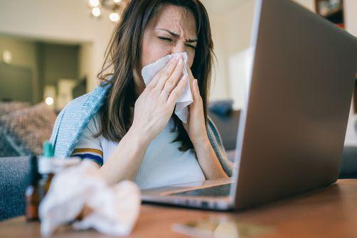 Coronavirus: faux remèdes miracles et rumeurs dangereuses font des ravages