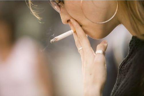 Mortalité par cancer du poumon en hausse chez les femmes