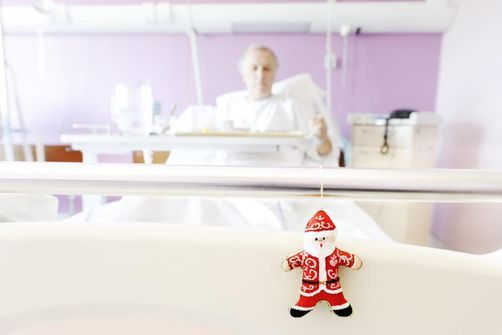 Hospitalisation pendant les fêtes : Un risque accru de décès et de complications
