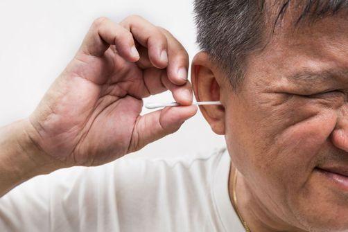 Un homme souffrait d'une infection de l'oreille à cause d'un coton-tige coincé