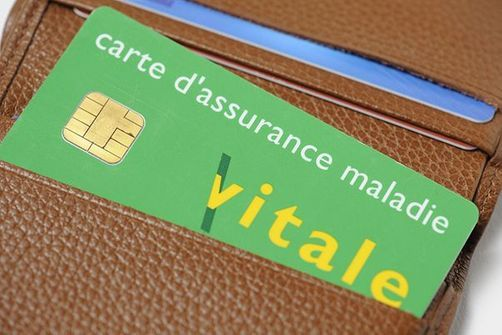 """La carte Vitale sur smartphone sera testée """"dès cette année"""""""