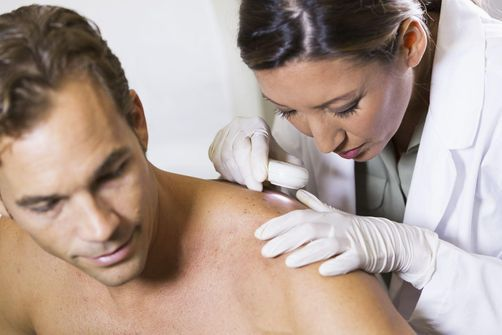 Les Dermatologues Dénoncent La Chirurgie Esthétique Des