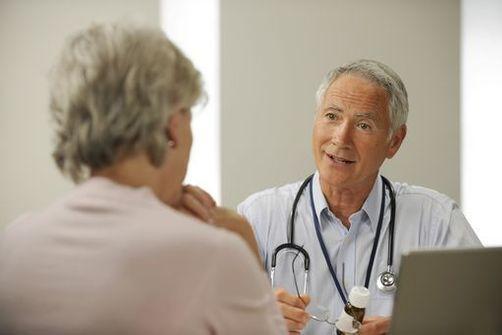 médecin généraliste âgé