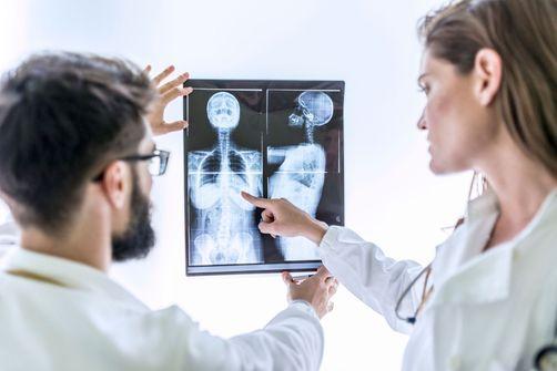 Recherche médicale :  les femmes sont moins nombreuses que les hommes à signer des publications