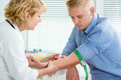 Vers un test sanguin pour détecter précocement le cancer du poumon ?
