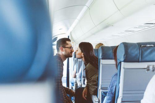 26% des Français aimeraient faire l'amour dans des toilettes d'avion