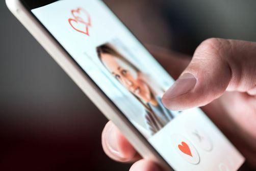 """Avec ou sans Tinder, l'envie de couple reste """"plus forte que jamais"""""""