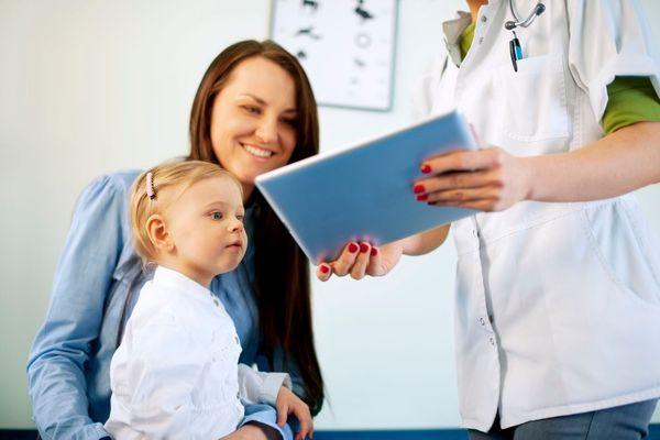96c72241582f0 Santé de Bébé : la consultation spécialisée des 2 ans - Doctissimo