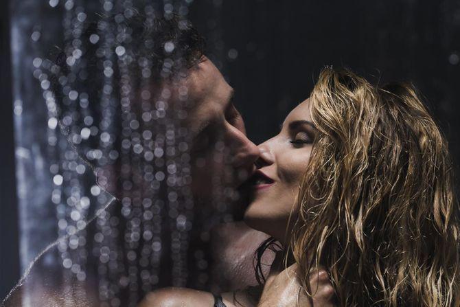 Sexe sous la douche : 10 astuces pour un orgasme garanti