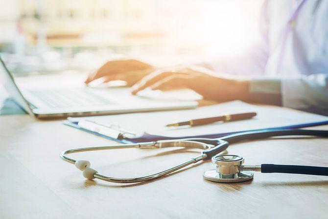 Cheveux gris : 70 coiffures qui ne font pas mamie