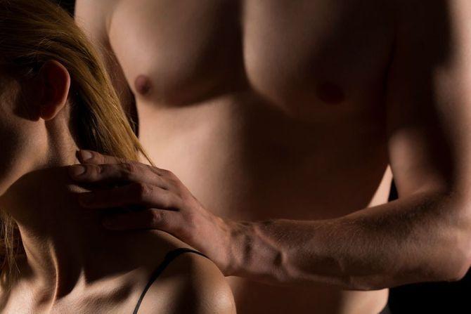 10 idées de massages érotiques pour des préliminaires brûlants