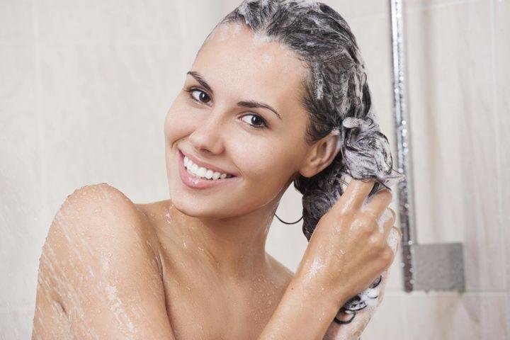 Faut-il se laver les cheveux tous les jours