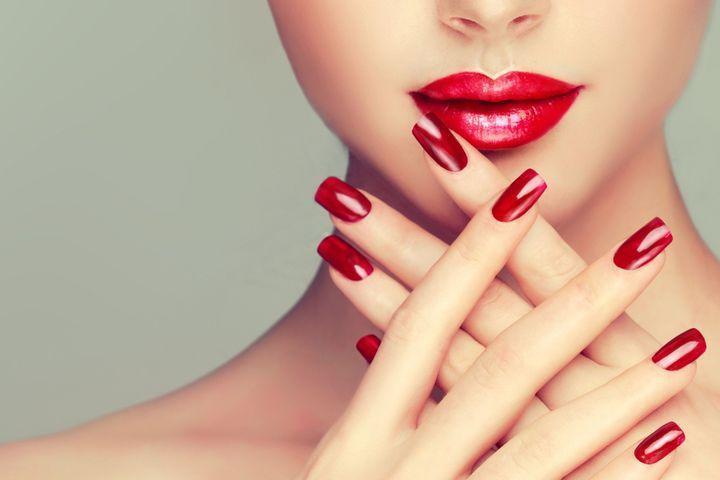 Les différentes poses d'ongles