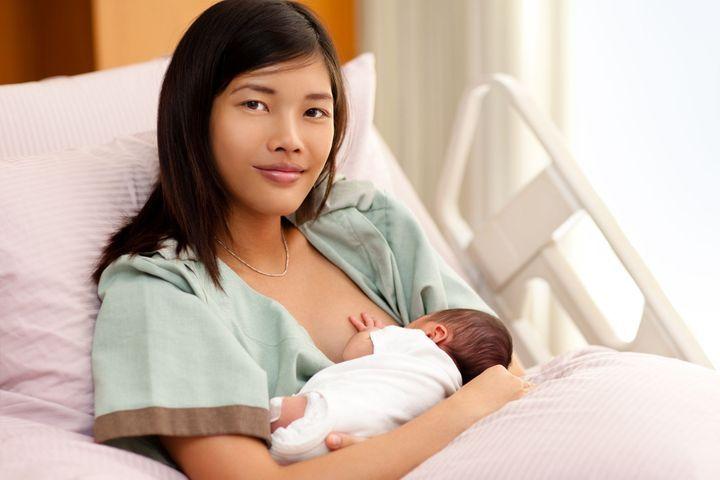 bébé naissance allaitement