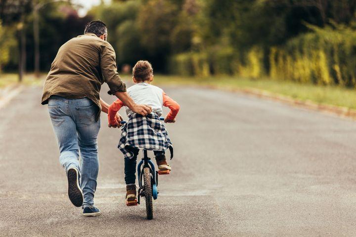 Comment l'aider à apprendre à faire du vélo à 2 roues ?
