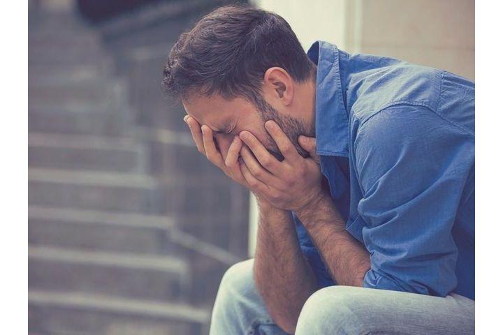 pleurer-homme-larme-depression