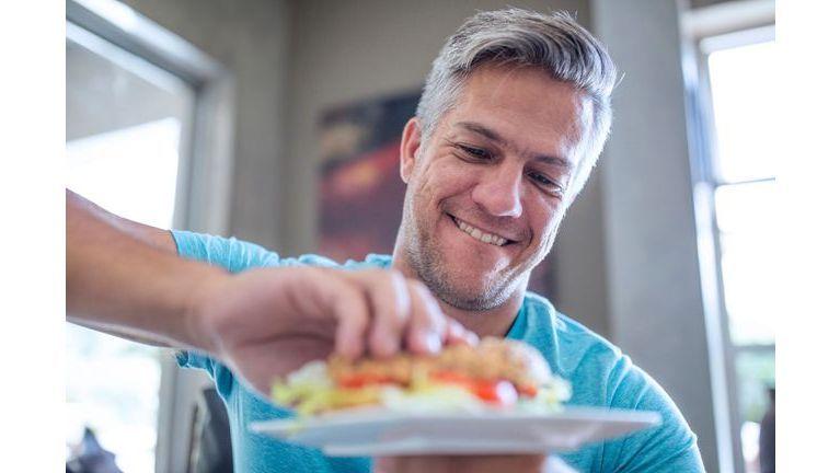 Hommes : quelles erreurs cache votre assiette ?