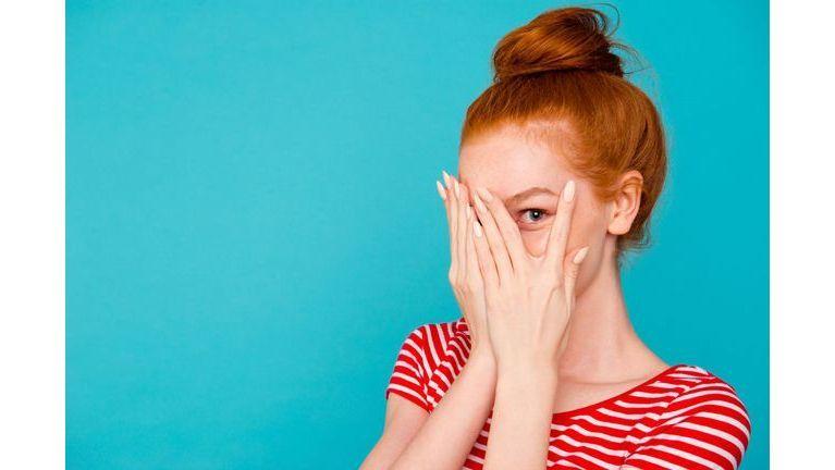Êtes-vous une fausse ou une vraie timide ?
