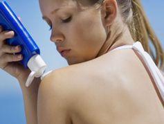Crèmes solaires : une substance répandue potentiellement cancérigène