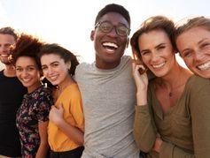 """Coronavirus : des jeunes qui se protègent moins ? Un """"mythe"""", selon un chercheur"""