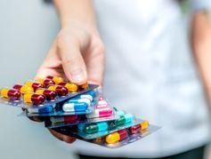La nouvelle liste des 93 médicaments dangereux en France, selon Prescrire