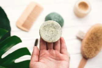 Shampoing solide : 10 petits pavés à adopter