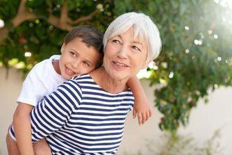 Les faire garder par leurs grands-parents, une bonne idée ?