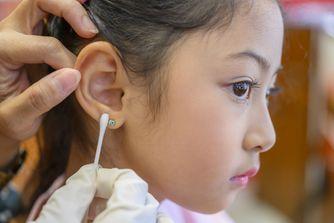 Mon enfant veut se faire percer les oreilles