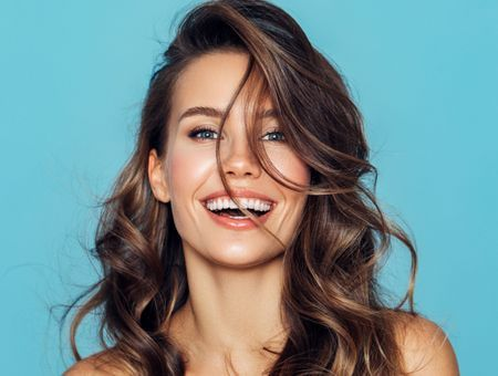 Coiffures cheveux mi-longs 2021 : les looks sexy