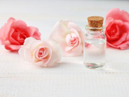L'eau de rose, pour la peau et les cheveux