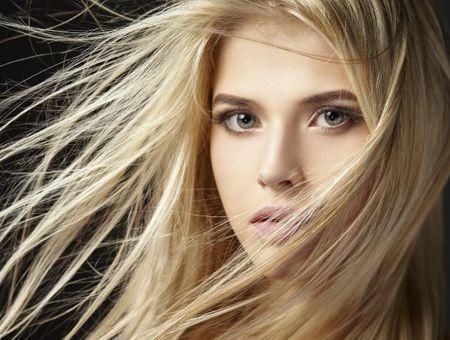 Le Hair Strobing, la nouvelle tendance capillaire qui illumine vos cheveux