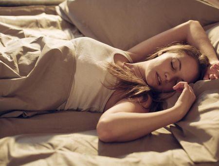 Transpiration nocturne : quelles sont les causes et comment l'éviter ?
