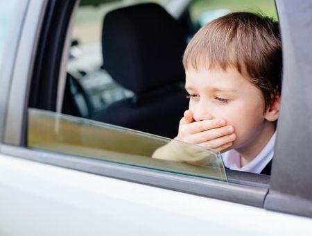 Le mal des transports chez l'enfant : symptômes et traitements