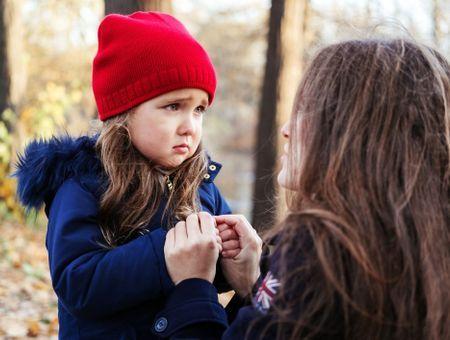 Timide, têtu, maladroit, rêveur, lent, sage :  comment éviter de coller une étiquette à nos enfants ?