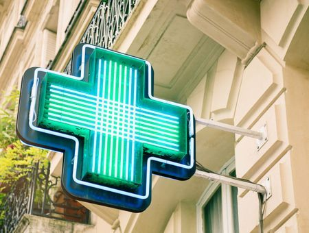 Santé : toujours moins de pharmacies, mais un peu plus de pharmaciens en 2020
