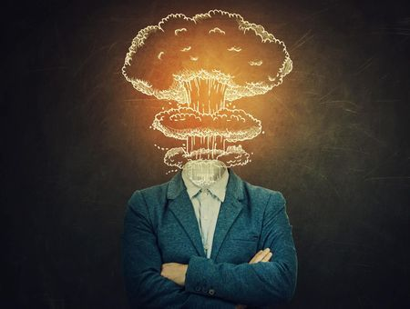 Pourquoi l'incertitude nous rend plus enclins à la paranoïa