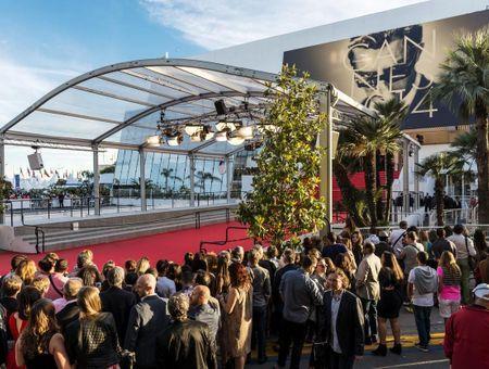 Cannes : pourquoi la montée des marches fascine-t-elle tant le public ?