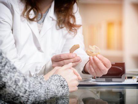 Presbyacousie : symptômes, diagnostic et traitements