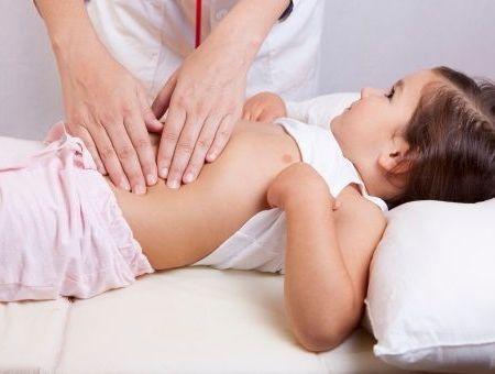 Les diarrhées aiguës de l'enfant : causes, symptômes et traitement