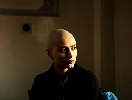 """Covid-19 : un an après, les patients atteints de cancers se sentent """"trahis et abandonnés"""""""
