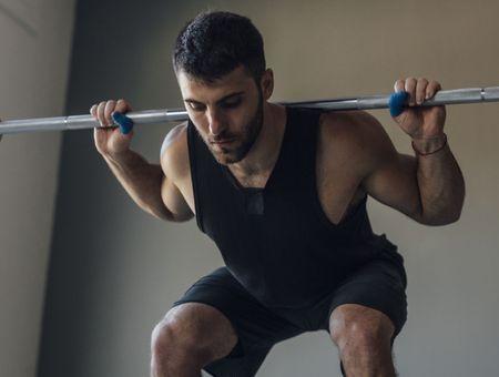 Muscler son dos : les exercices à reproduire avec une barre