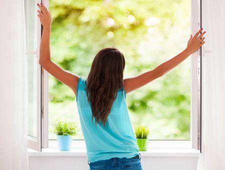 Confinement : les bons gestes pour limiter la pollution intérieure de son logement
