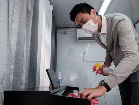Coronavirus: lueur d'espoir en France, doutes sur l'allègement du confinement