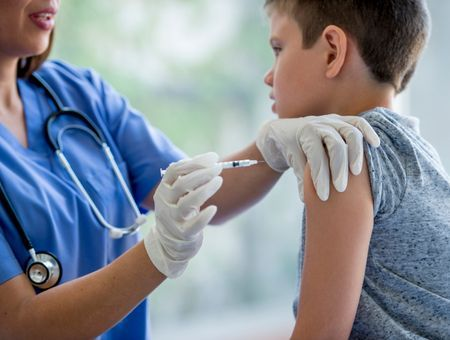Coronavirus : des millions d'enfants privés de vaccin contre la rougeole