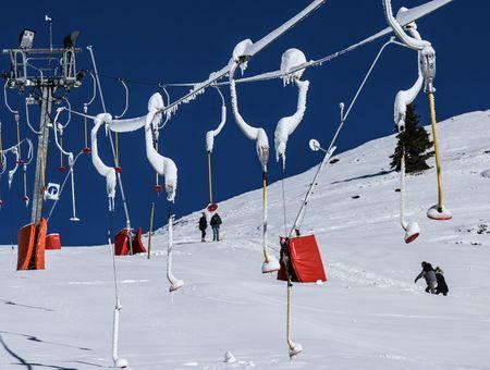 Covid-19 : premier jour des vacances d'hiver, sur le fil du rasoir