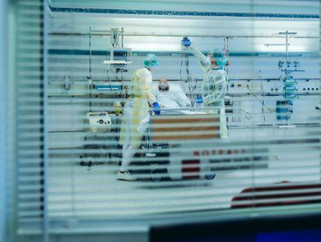 Covid-19: près de 3.500 malades en réanimation dimanche