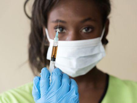 Covid-19 : un million de vaccinés en France, tests PCR aux frontières étendus aux Européens