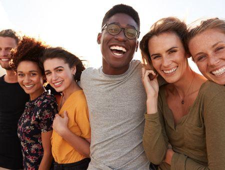 """Covid-19 : des jeunes qui se protègent moins ? Un """"mythe"""", selon un chercheur"""