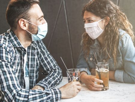 Coronavirus : quelles sont les restrictions au restaurant à l'étranger ?